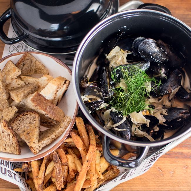 Mussel Mania at Longtable Beer Cafe