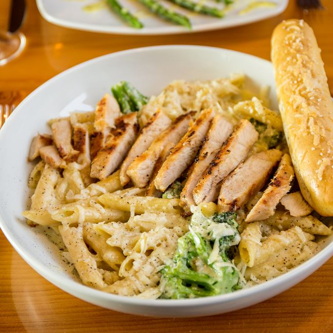 Asiago Chicken Alfredo at Viking Brewpub