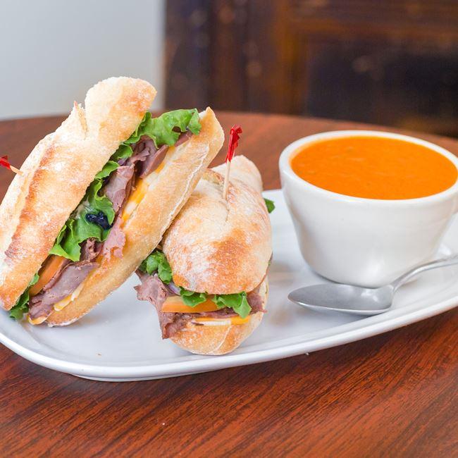 Peppercorn Roast Beef Sandwich at Settlers Inn