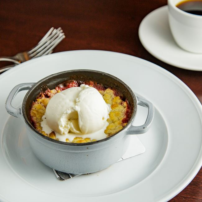 Strawberry Rhubarb Crisp at Mason Street Grill